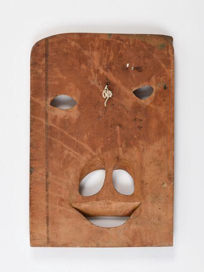 Vincent GONZALEZ (1928-2019)   plaque en bois sculpté à décor de visage  39 x 28,5...