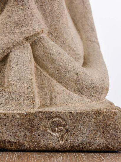 Vincent GONZALEZ (1928-2019)  Figure stylisée,  Pierre calcaire sculptée et dorée,...