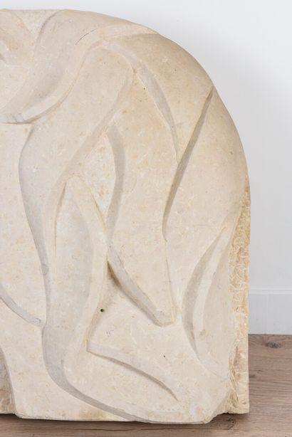 Vincent GONZALEZ (1928-2019)  Sujet en pièrre calcaire  72 x 67 cm