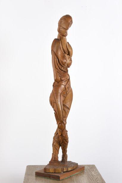 Vincent GONZALEZ (1928-2019)  Femme en chêne sculpté,  H: 159 cm; L: 24 cm