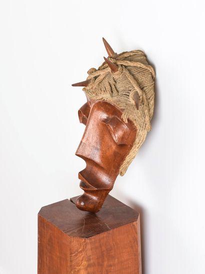 Vincent GONZALEZ (1928-2019)  Figure de Christ en chêne et cordage,  H: 36 cm;...