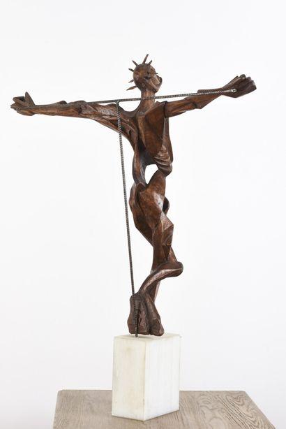 Vincent GONZALEZ (1928-2019)  Christ en chêne, socle en résine,  Monogrammé,  H:...