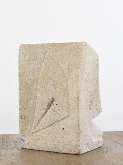 Vincent GONZALEZ (1928-2019)  Pierre calcaire,  30 x 20 x 14 cm