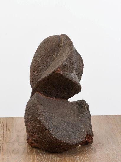 Vincent GONZALEZ (1928-2019)  Sculpture de forme libre, pierre granitique  H: 38...