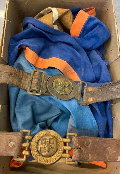[Scoutisme] deux ceinturons scout de France...