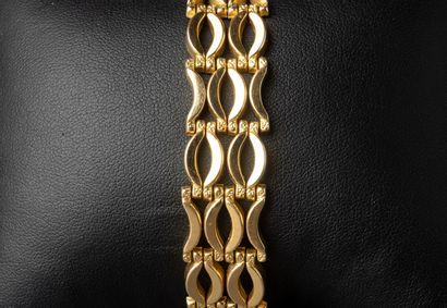 Bracelet articulé en or jaune, maillons formés...