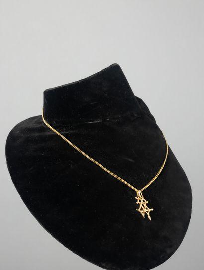 Chaine en or avec deux pendentifs figurant...