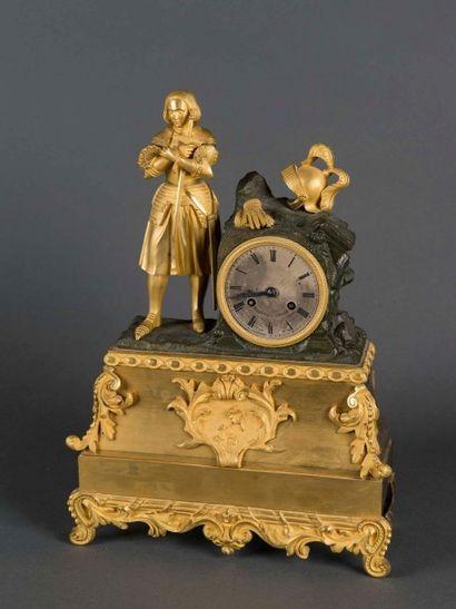 Pendule en bronze doré et patiné, finement...