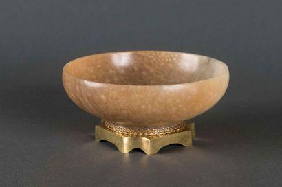 Coupe en pierre dure, monture en bronze H:...