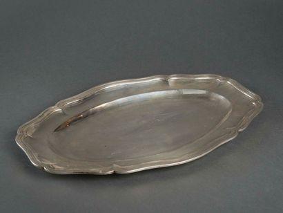 Plat ovale en argent uni, modèle filets contours...