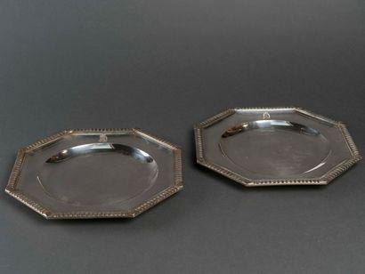 Deux plats en argent octogonaux, a bords...