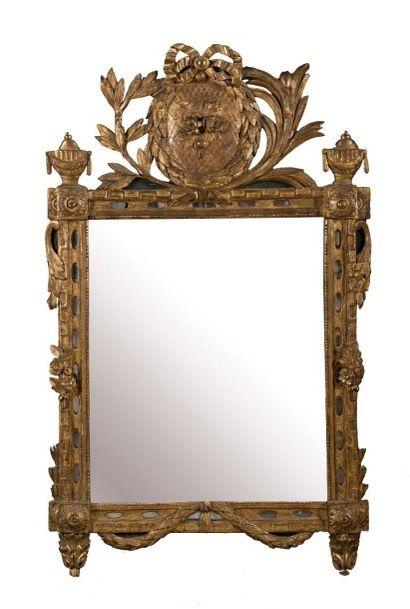 Important miroir rectangulaire en bois doré...