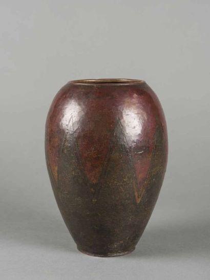 Claudius LINOSSIER (1893-1953) Vase de forme...