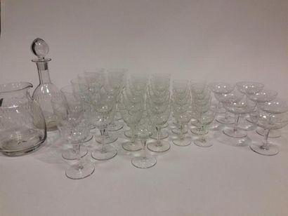 Service de verres en cristal taillé 11 grands...