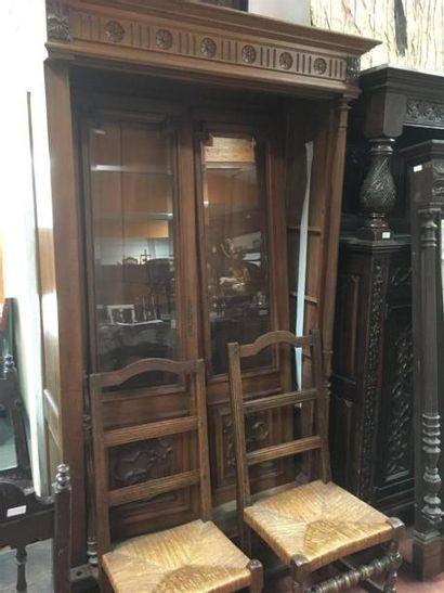 Petite bibliothèque ouvrant par deux portes...