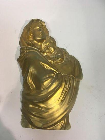 Vierge à l'enfant Sujet en platre doré Marqué...