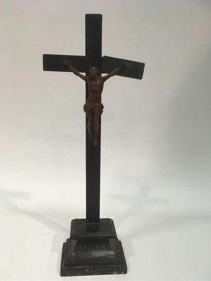 Crucifix Christ en bois sculpté H totale...