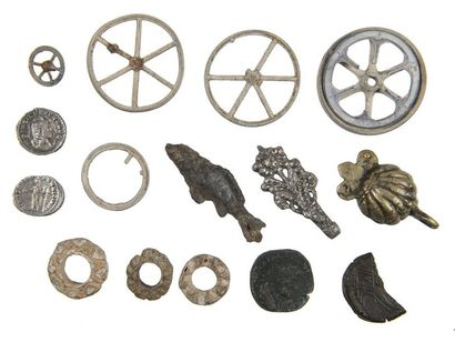 Lot de 4 monnaies romaines ,9 rouelles et...
