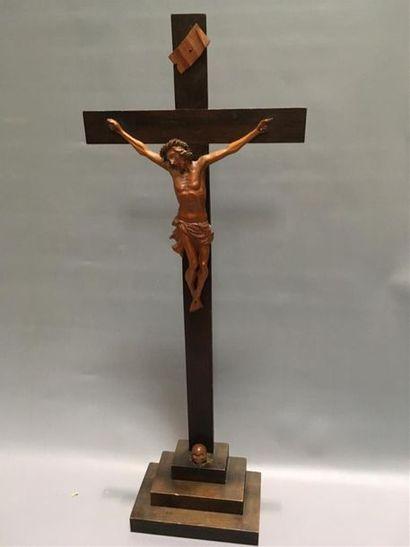 Crucifix en bois H totale : 68cm