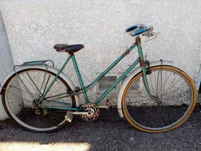 Vélo ville femme, 1950 Taille 54 Cadre acier,...