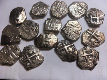MEXIQUE Lot de 12 pieces de 8 reales en argent...