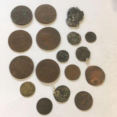 lot 17 monnaies et jetons dont : 4 reales...