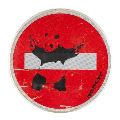 BANKSY BANKSY (d'après) (1974) - Panda guns on stop sign - Pochoir sur panneau signalétique...