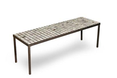 Roger CAPRON (1922-2006) - Table basse à dessus de céramique émaillée - Rare modèle...