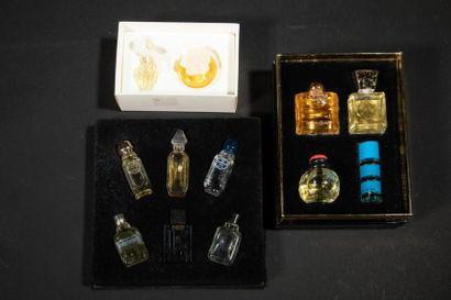 YVES SAINT LAURENT Coffret comprenant 4 miniatures...