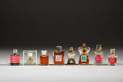 SCHIAPARELLI Lot comprenant : Une miniature...