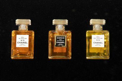 CHANEL Coffret contenant 3 miniatures homothétiques....