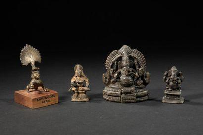 Différentes divinités du panthéon hindo-bouddhiste...