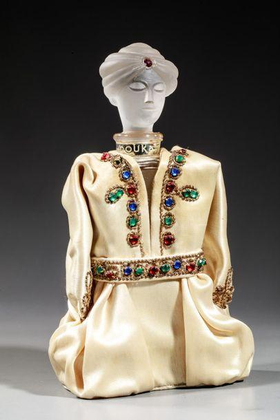 MARQUAY « Le Prince Douka » Flacon représentant le prince en habit de satin, bouchon...