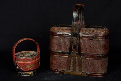 Chine, XXème siècle. Deux paniers à pique-nique...