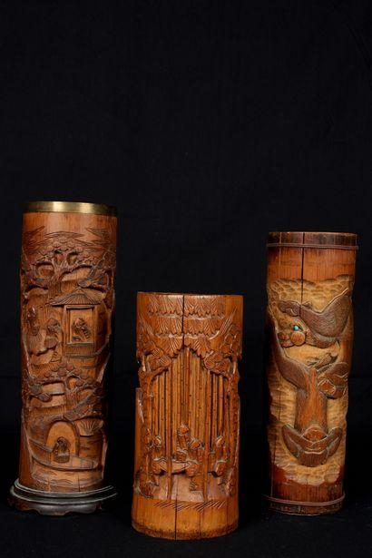 Chine, XXème siècle. Trois bitongs en bambou...