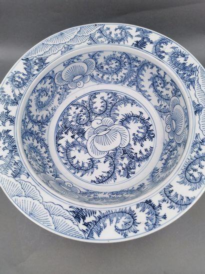 CHINE, XVIII - XIXème siècle. Plat circulaire...
