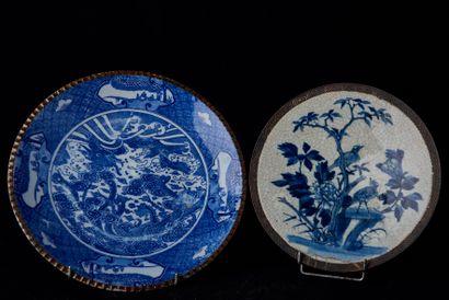 Chine, XIXème siècle. Deux plats en porcelaine...