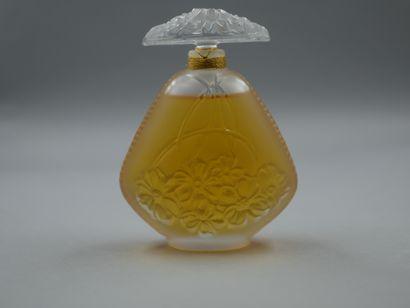 Lalique France. Jasmin. Flacon en cristal...