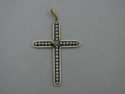 Croix pendentif en or jaune 18k émaillé blanc...