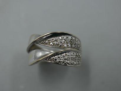 Bague en or gris 18k à double anneaux torsadés...