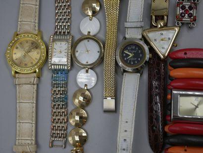 Lot de diverses montres et bijoux fantaisies...