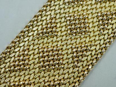 Bracelet manchette en or jaune tressé souple...