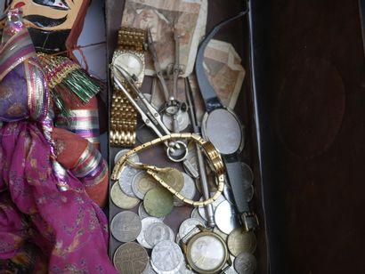 Manette d'objets divers dont bijoux fant...