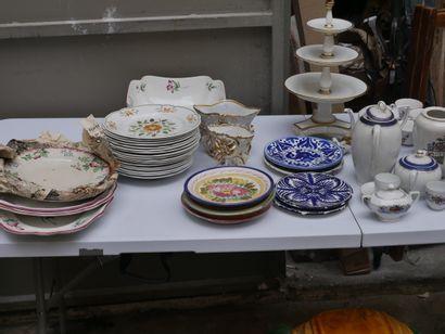 Manette de céramiques diverses dont plat...