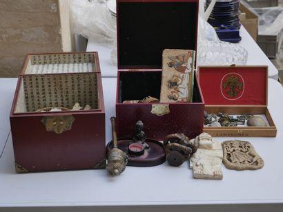 Manette d'objets diverses dont souvenirs...