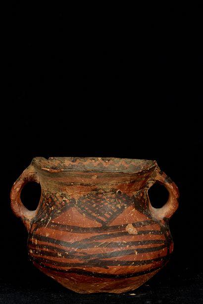 GROUPE AVC LE LOT 303, Chine, dans le goût du Néolithique. Vase en terre cuite à...