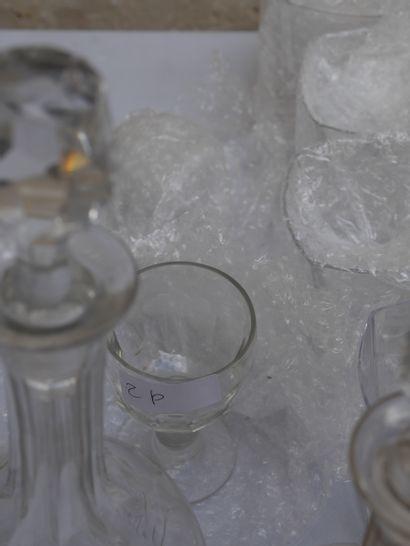 Manette de verreries diverses dont verre...