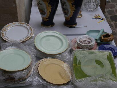 Manette de céramiques diverses dont assi...