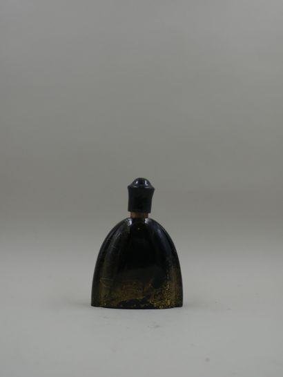 LENTHERIC « Miracle »  Flacon en verre opaque noir, poudré d'or, assise polylobée,...