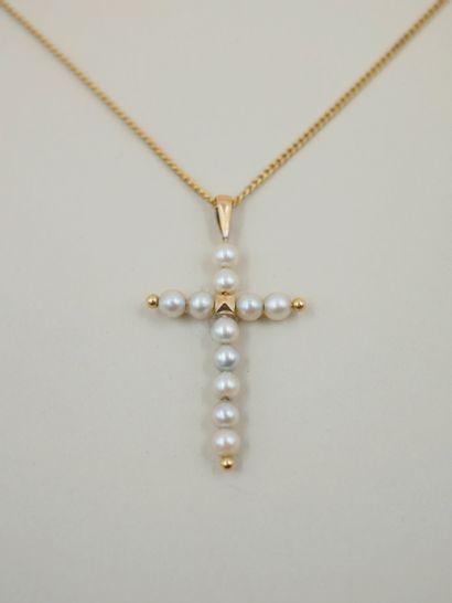 Pendentif Croix en or jaune 18k orné de perles...